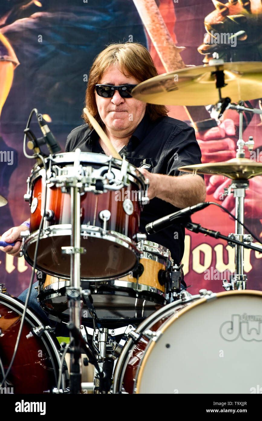 May 5, 2019, Encino, California, Simon Wright on stage at the 2019 Ride for Ronnie charity concert at Los Encinos State Historic Park. Stock Photo