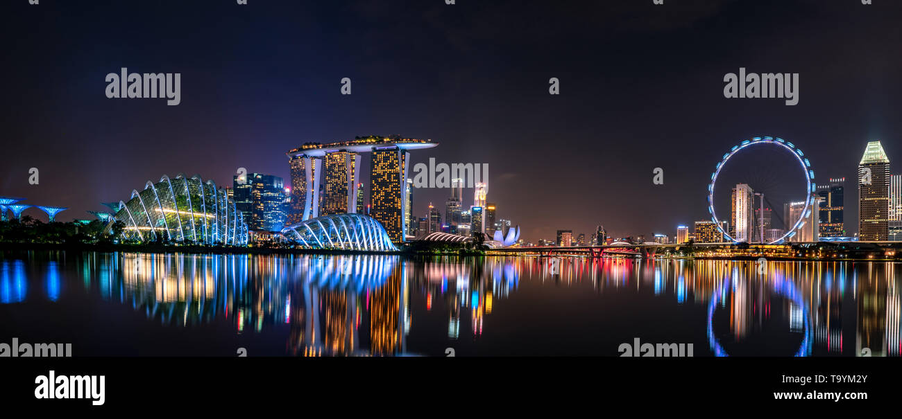 SINGAPORE-MAY 19, 2019 : Cityscape Singapore modern and financial city in Asia. Marina bay landmark of Singapore. Night landscape of business building - Stock Image