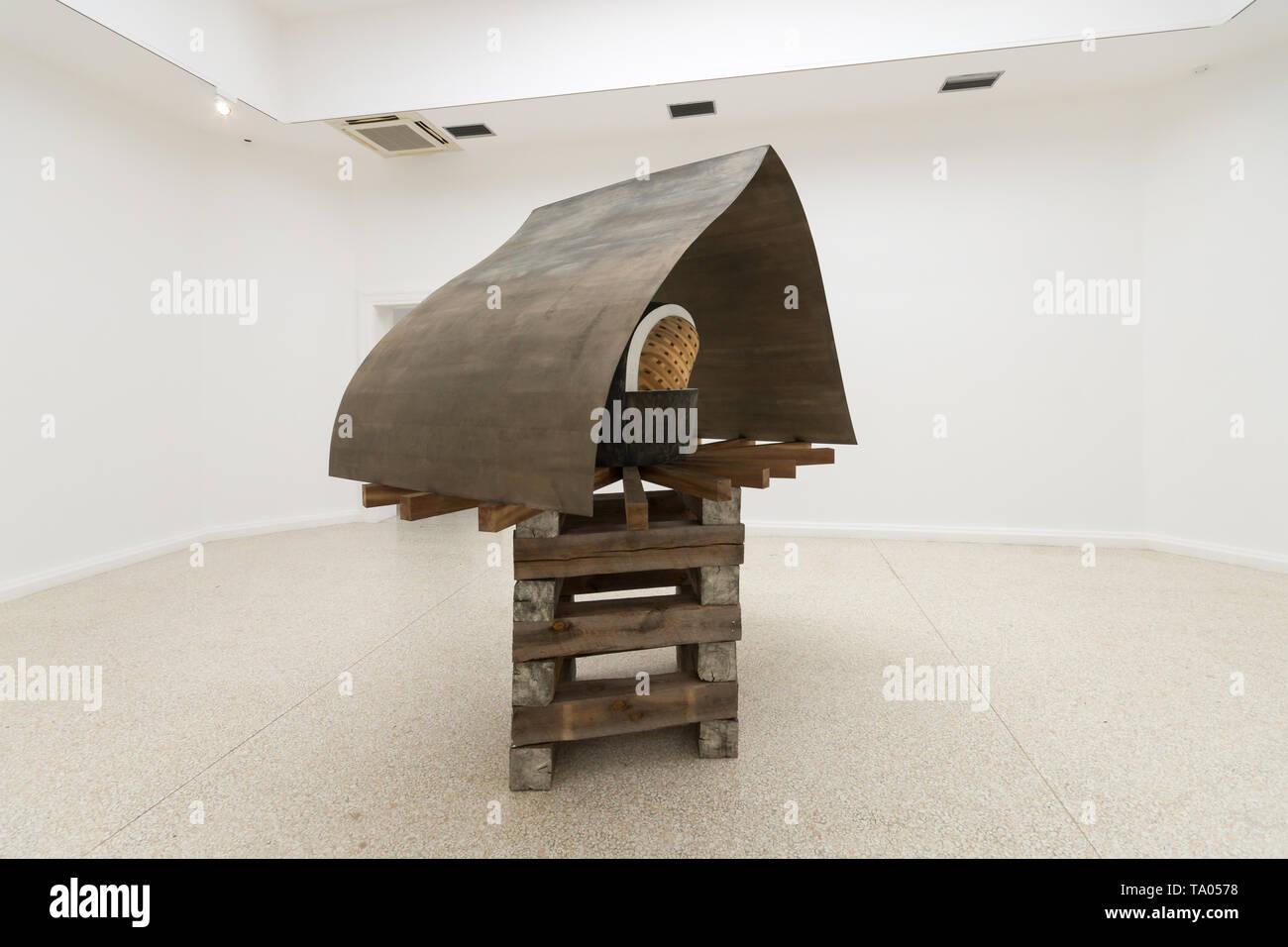 Martin Puryear, Cloister-Redoubt or Cloistered Doubt, 2019, sculpture, Liberty / Libertà exhibition, United States Pavilion, Venice Art Biennale 2019 - Stock Image