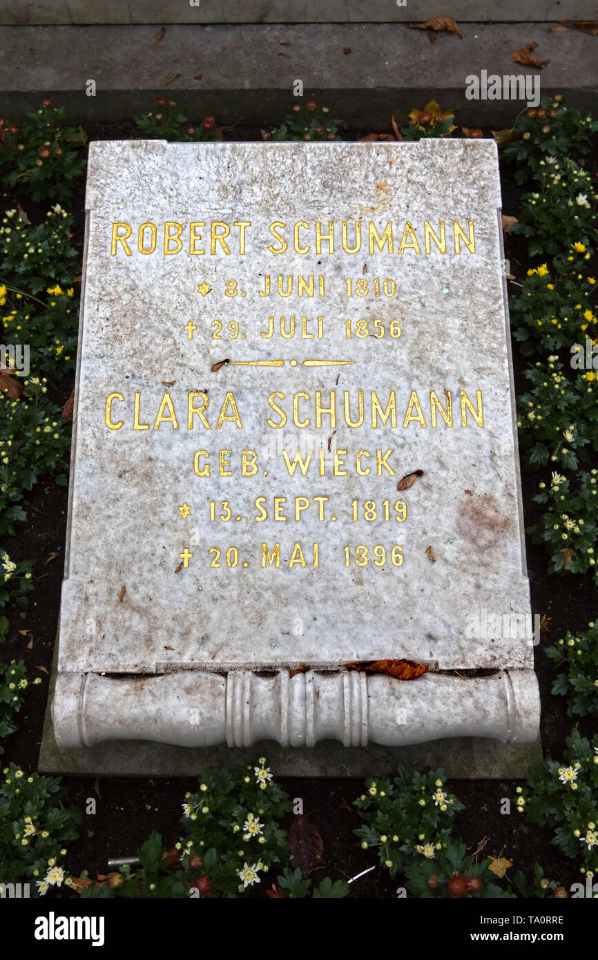 The Tomb of Robert and Clara Schumann, Alter Friedhof cemetery, Bonn, North Rhine-Westphalia, Germany, Europe - Stock Image