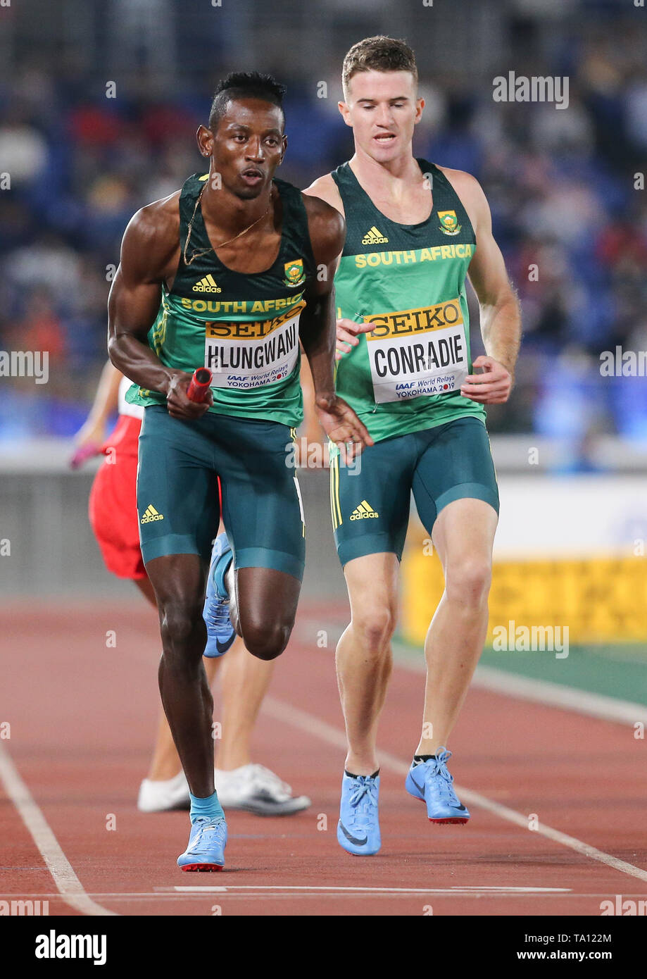YOKOHAMA, JAPAN - MAY 11: Ashley Hlungwani receives the baton from Pieter Conradie in the mens 4x400m relay during day 1 of the IAAF World Relays at Nissan Stadium on May 11, 2019 in Yokohama, Japan. (Photo by Roger Sedres/Gallo Images) - Stock Image