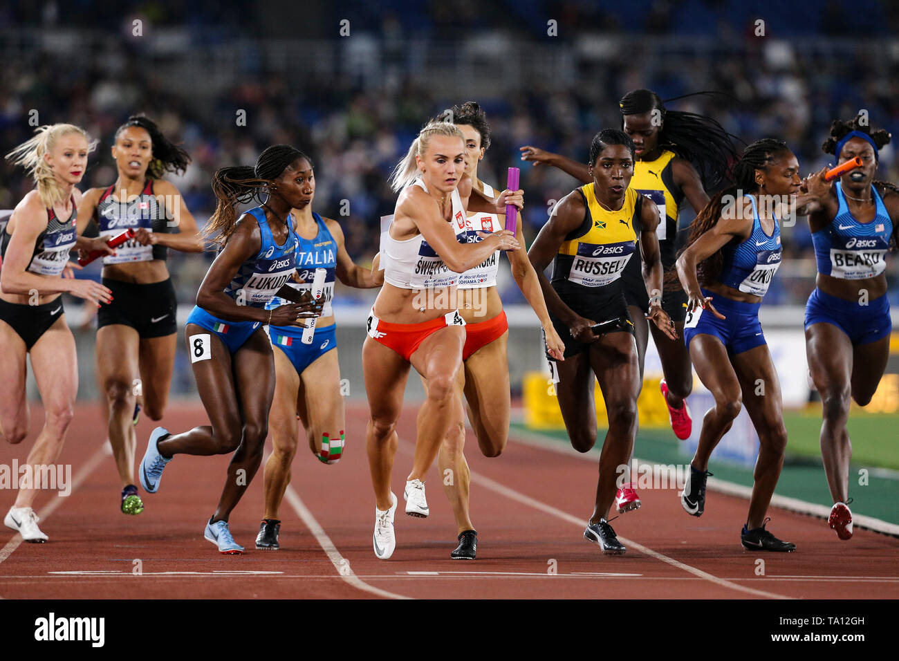 YOKOHAMA, JAPAN - MAY 12: Justyna Swiety-Ersetic of Poland in the women's 4x400m final during Day 2 of the 2019 IAAF World Relay Championships at the Nissan Stadium on Sunday May 12, 2019 in Yokohama, Japan. (Photo by Roger Sedres for the IAAF) - Stock Image
