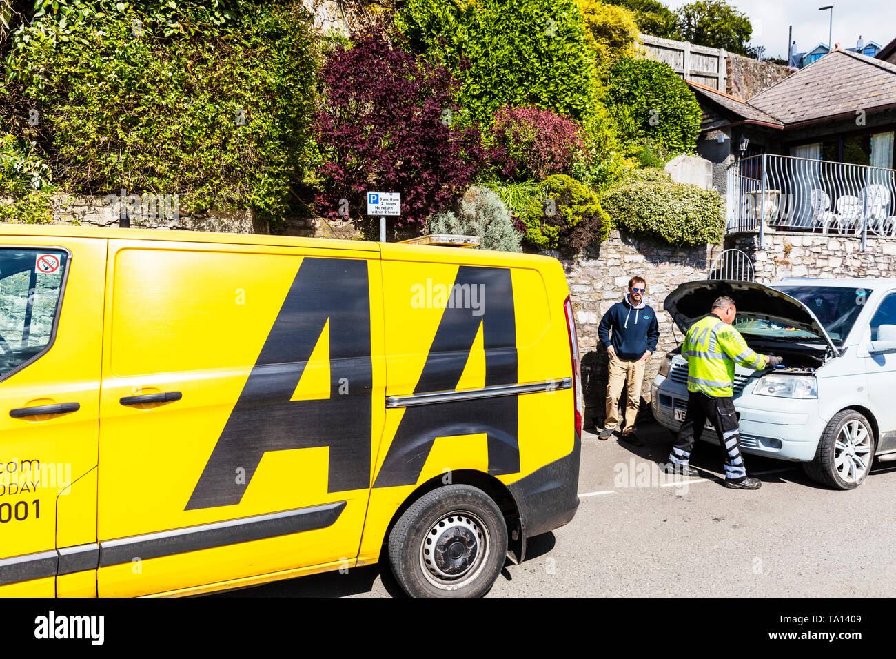 AA rescue van, AA rescue man, AA car repair, AA roadside assistance, Automobile Association, breakdown, car breakdown, Emergency breakdown, - Stock Image