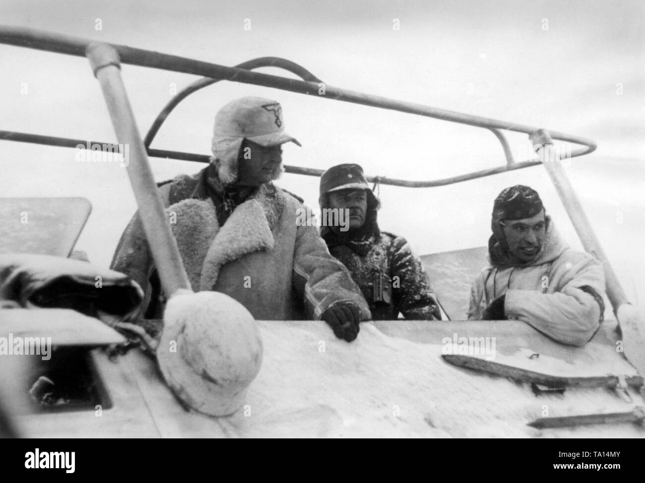 Colonel-General and bearer of the Knight's Cross of the Iron Cross Rudolf Schmidt (left) on an armored reconnaissance car near the northern Russian city of Toropez. Photo of the Propaganda Company (PK): SS war correspondent Tufts. - Stock Image
