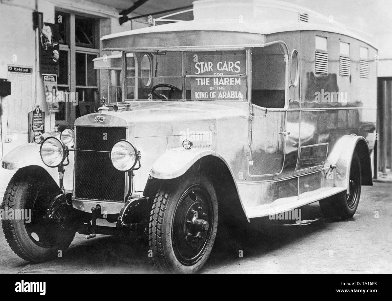 Used Cars Black and White Stock Photos & Images - Alamy