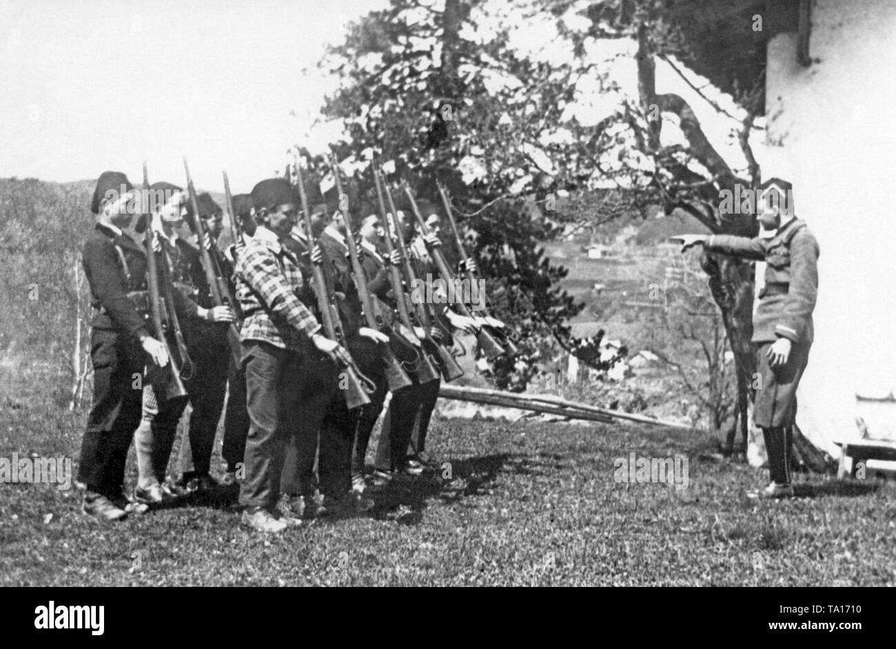 A group of young South Tyrolean men, under the guidance of an Italian officer, are doing Sunday military exercises. This was one of the radical measures for the Italianization of South Tyrol after the First World War. With regular participation in the exercises, young men were exempted from a third of their 18-month military service (undated photo). - Stock Image