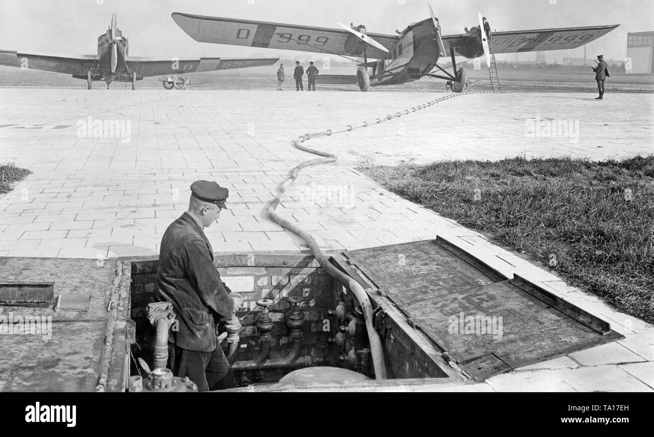 At the new Leipzig-Halle Airport in Schkeuditz an airplane of the type Rohrbach Roland is being refueled. In the background, a Junkers F13 with the tail number D-557. Stock Photo