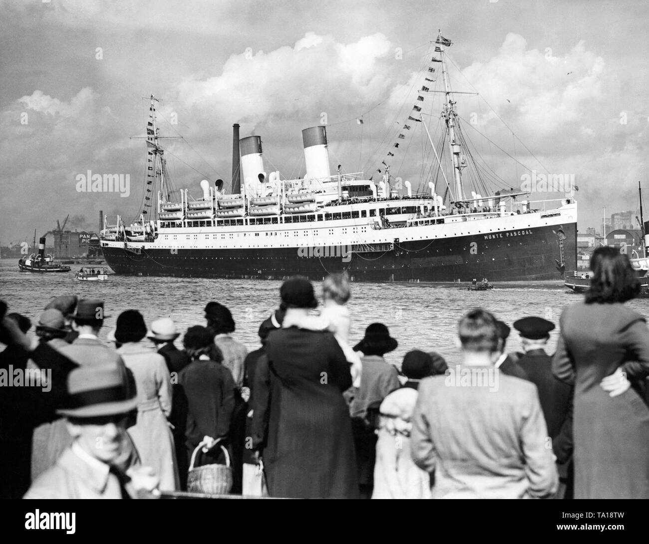 800 German veterans reach the port of Greenwich aboard the passenger steamship 'Monte Pascoal' of the shipping company Hamburg Sued, where they were received by the Duke of Saxe-Coburg-Gotha. - Stock Image