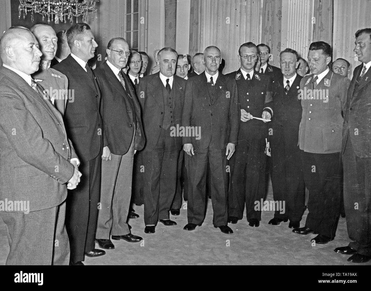 Reich Minister of the Interior Wilhelm Frick receives the Austrian Government in Berlin. From left to right: State Secretary Hans Pfundtner, State Secretary Maximilian de Angelis, Ministers Hans Fischboeck, Hugo Jury, Edmund Glaise-Horstenau, Reich Minister of the Interior Wilhelm Frick, Reich Governor Arthur Seyss-Inquart and State Secretary Friedrich Wimmer. Stock Photo