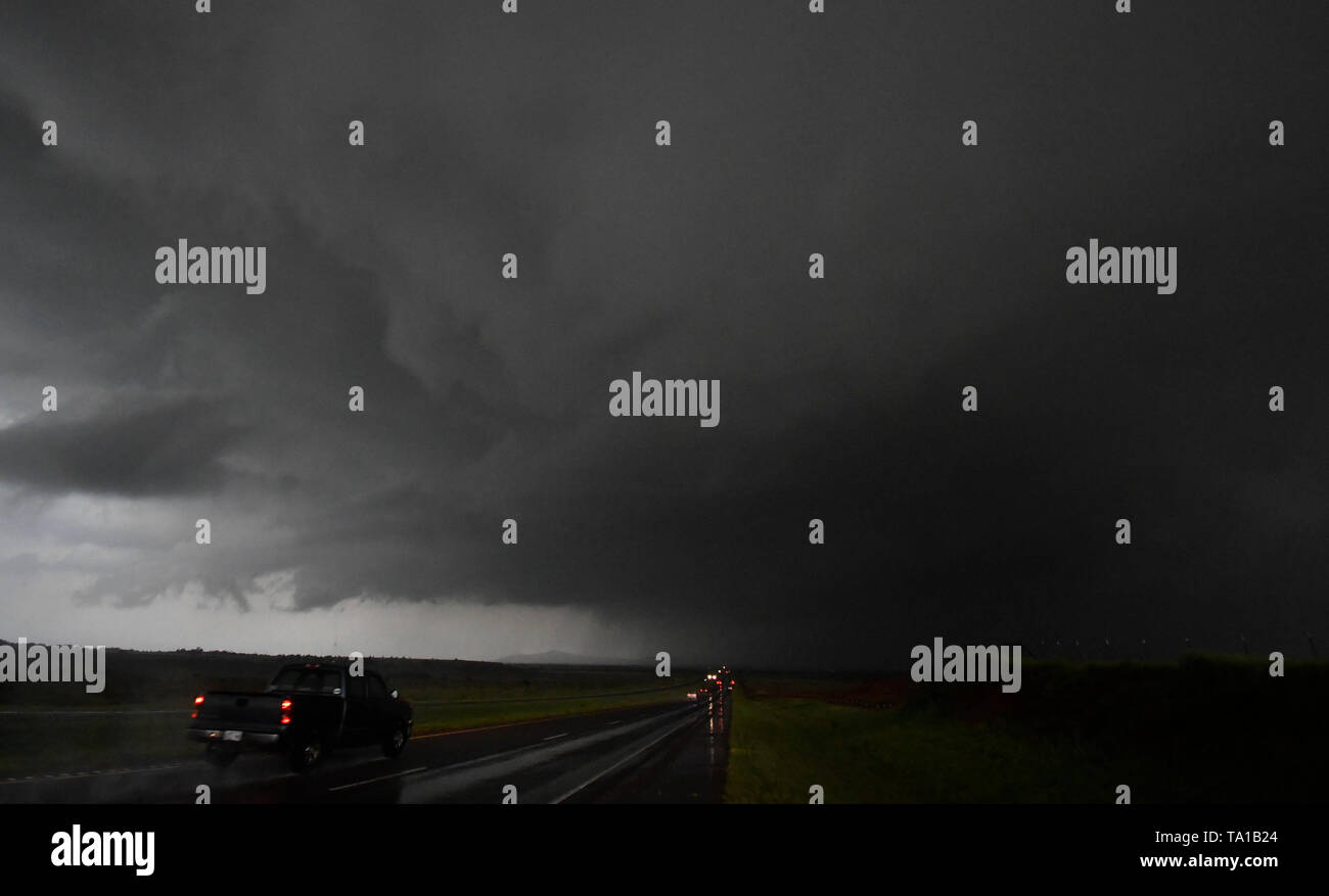 May 20, 2019, Mangum, Oklahoma, U.S.: A strong cell over the Magna OK as flooding rain and severe storms, including tornadoes, are predicted in the Southern Plains through late Monday. Tornado watches in effect in the Texas Panhandle and Oklahoma expire before midnight. Then, flooding is expected to become the major concern overnight from Oklahoma City to Tulsa and to the northeast. The tornado outbreak has not been as severe as feared as twisters have mostly avoided population centers. (Credit Image: © Gene Blevins/ZUMA Wire) - Stock Image