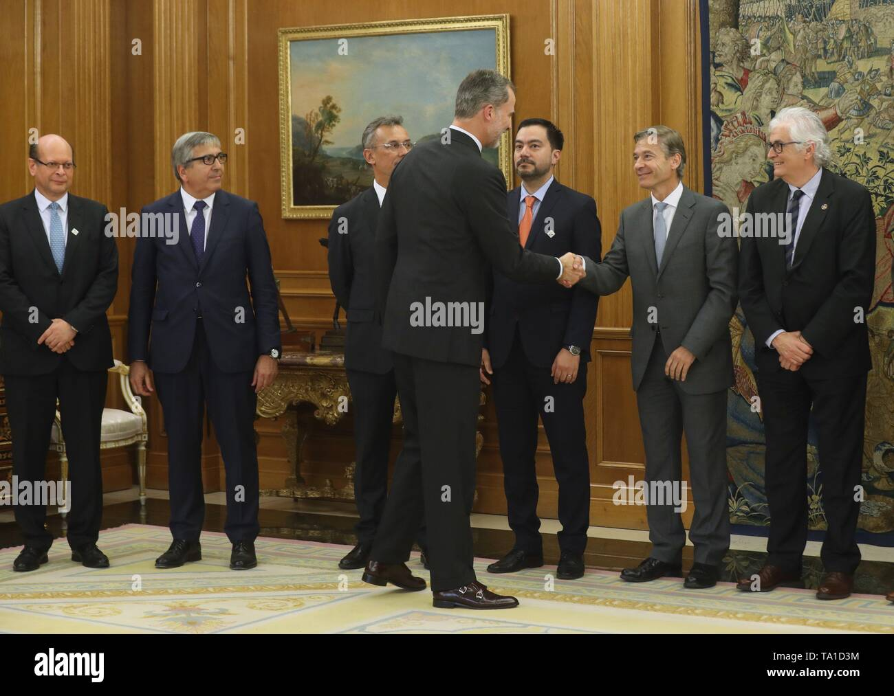 Spanish King Felipe VI (C) welcomes attendants of the General Assembly of the Latin American Financial Institutions Associations for Development, held at the Zarzuela Palace in Madrid, Spain, 21 May 2019. - Stock Image