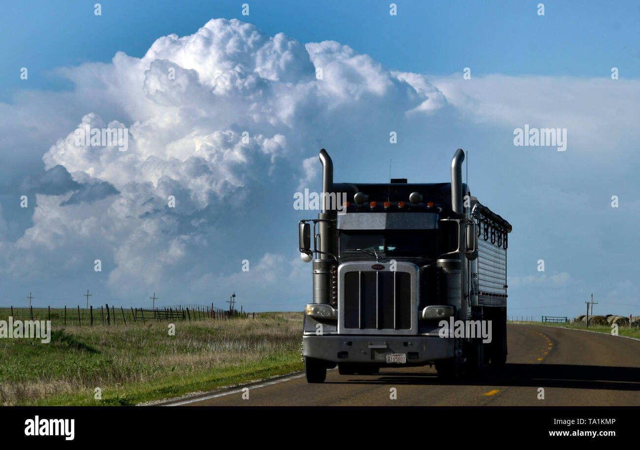 Huge thunder storms cells are seen east of Topeka KS Tuesday afternoon May 21, 2019. The thunder storms were moving up to 50 mph dumping more rain and strong winds with a few that went tornado warning. Severe continues to hit the mid west states this week. Photo by Gene Blevins/ZumaPress Credit: Gene Blevins/ZUMA Wire/Alamy Live News - Stock Image