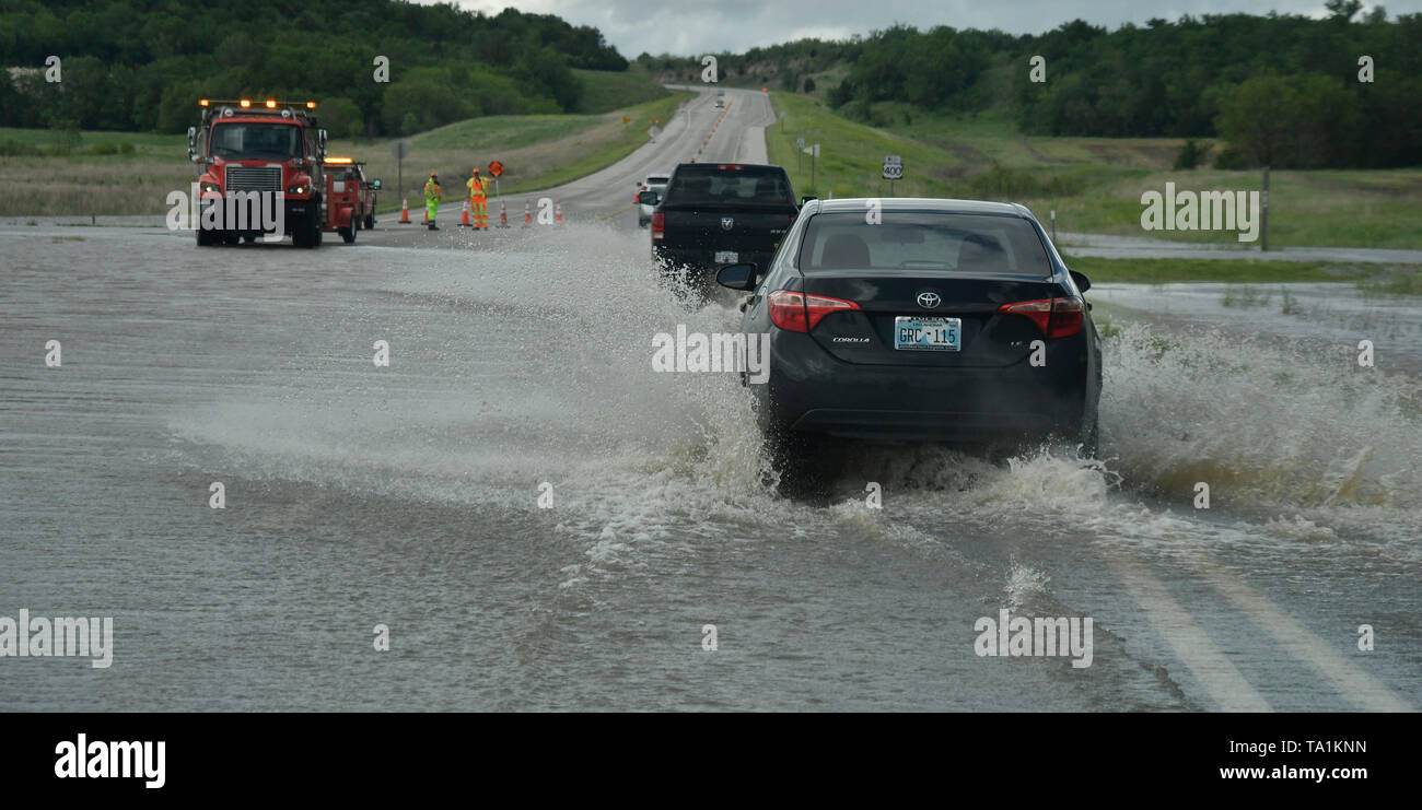 Work crews do traffic control in flooded intersections after Monday nights storms that caused of Neodesha Kansas Tuesday May 21, 2019. The thunder storms were moving up to 50 mph dumping more rain and strong winds with a few that went tornado warning. Severe continues to hit the mid west states this week. Photo by Gene Blevins/ZumaPress Credit: Gene Blevins/ZUMA Wire/Alamy Live News - Stock Image