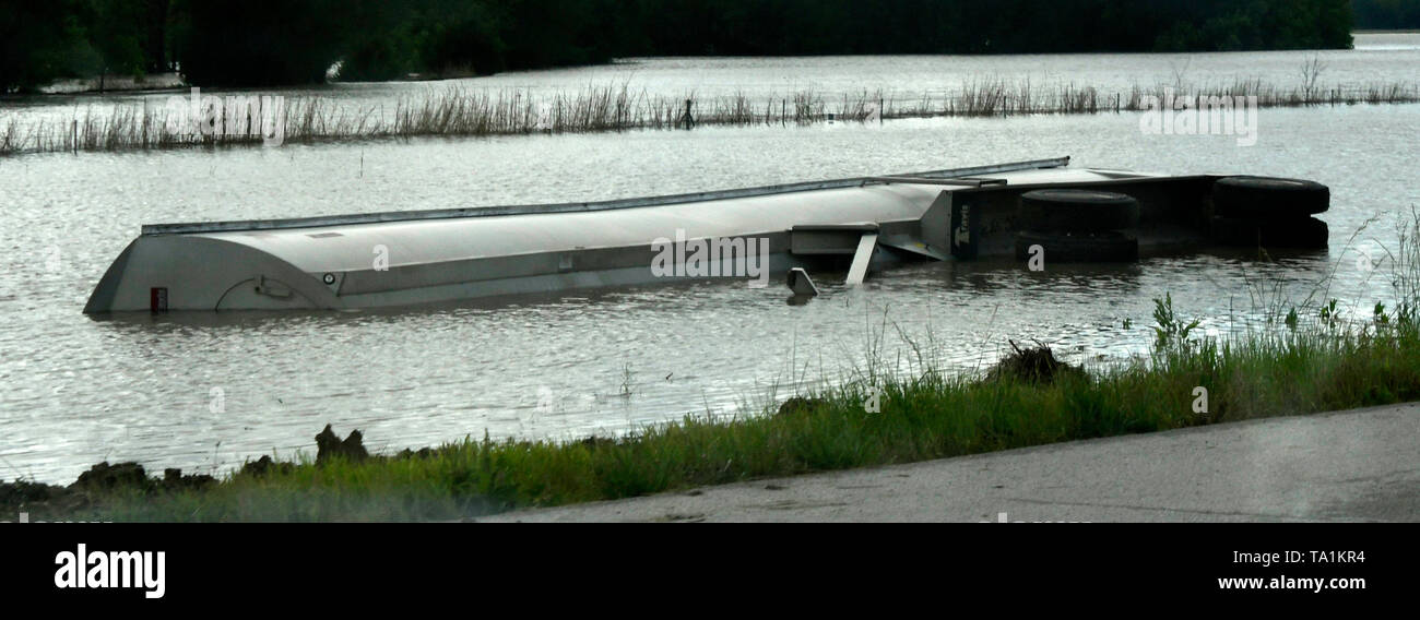 A semi trailer lays in the flooded farm land after Monday nights storms that caused major flooding in the farm lands of Neodesha Kansas Tuesday May 21, 2019. The thunder storms were moving up to 50 mph dumping more rain and strong winds with a few that went tornado warning. Severe continues to hit the mid west states this week. Photo by Gene Blevins/ZumaPress Credit: Gene Blevins/ZUMA Wire/Alamy Live News - Stock Image