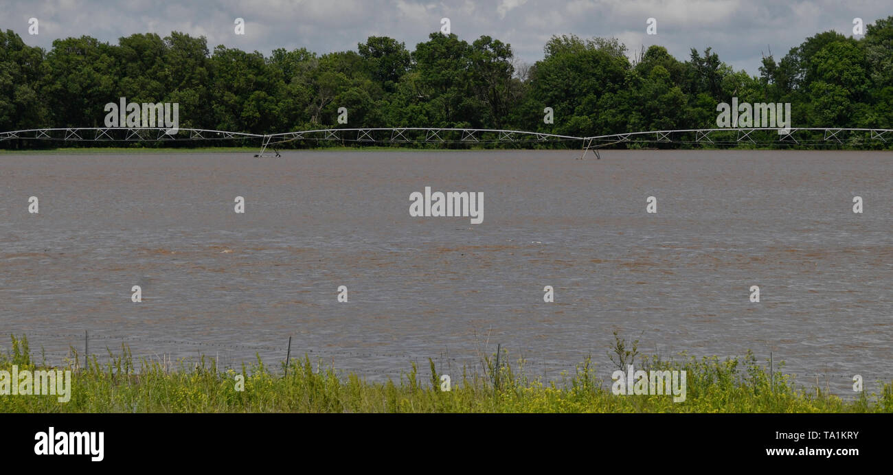 Huge thunder storms cells from Monday nights storms caused major flooding in the farm lands of Neodesha Kansas Tuesday May 21, 2019. The thunder storms were moving up to 50 mph dumping more rain and strong winds with a few that went tornado warning. Severe continues to hit the mid west states this week. Photo by Gene Blevins/ZumaPress Credit: Gene Blevins/ZUMA Wire/Alamy Live News Stock Photo