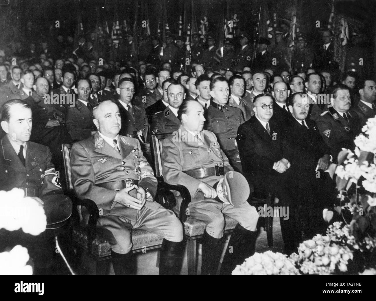Leading Men of the NSDAP, the Wehrmacht and the German armaments industry at a ceremony for 'Labor Day' on May 1. 1942. From left to right: Albert Speer, Reich Organization Leader Dr. Robert Ley (Labor Front), Economy Minister Walther Funck, the aircraft designer Dr. Ernst Heinkel, the VW engineer Prof. Dr. Ferdinand Porsche and Dr. Karl Wilhelm Ohnesorge - Stock Image