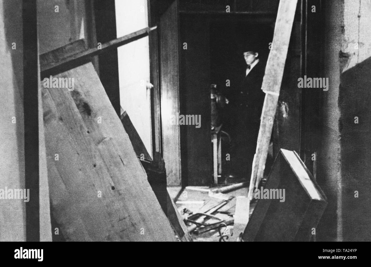 Demolition of the Institute for Slavic Languages ??at the German Charles-Ferdinand University in Prague. German minister of the parliament of Czechoslovakia Franz Spina is the chair holder. Students of the German Charles-Ferdinand University and the Charles University in Prague argue about medieval insignia. Undated photo, around 1934. - Stock Image