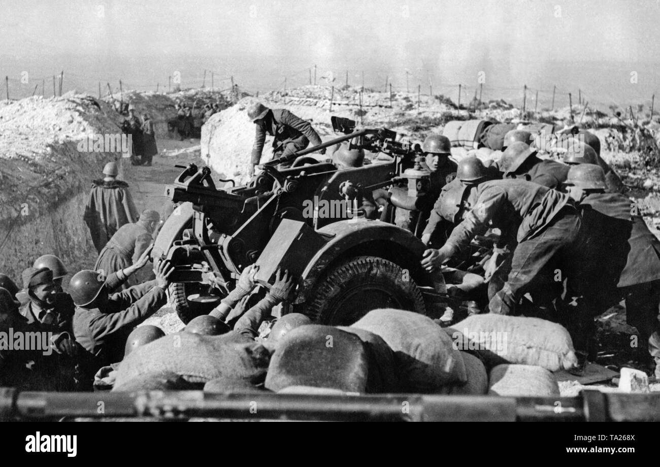 Undated photo of soldiers of the Condor Legion during the change of position of a 2cm Flak 30 in the last battles of the Spanish Civil War in March, 1939 at Toledo. - Stock Image