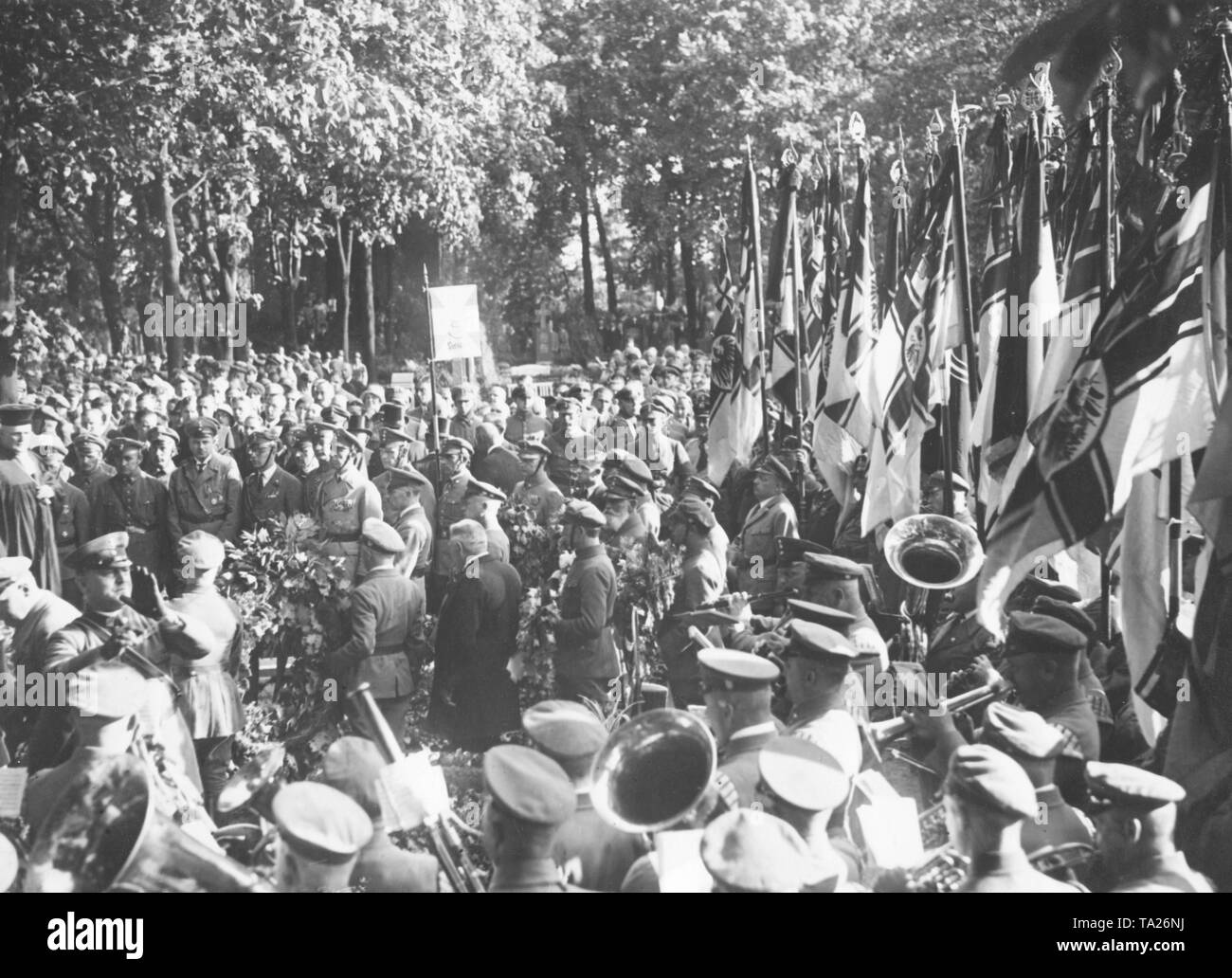 At the funeral of the Stahlhelm member Maurice August Hahn, who had been murdered by Communists, a mourning ceremony of the Stahlhelm was held in Friedrichsfelde cemetery. The deceased is honored with flags and a music band. - Stock Image