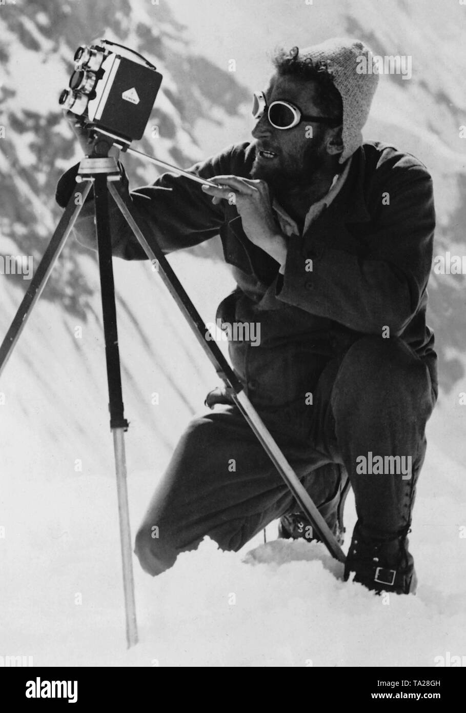 The engineer Bechtold films with a Siemens camera in the Himalayan region. - Stock Image