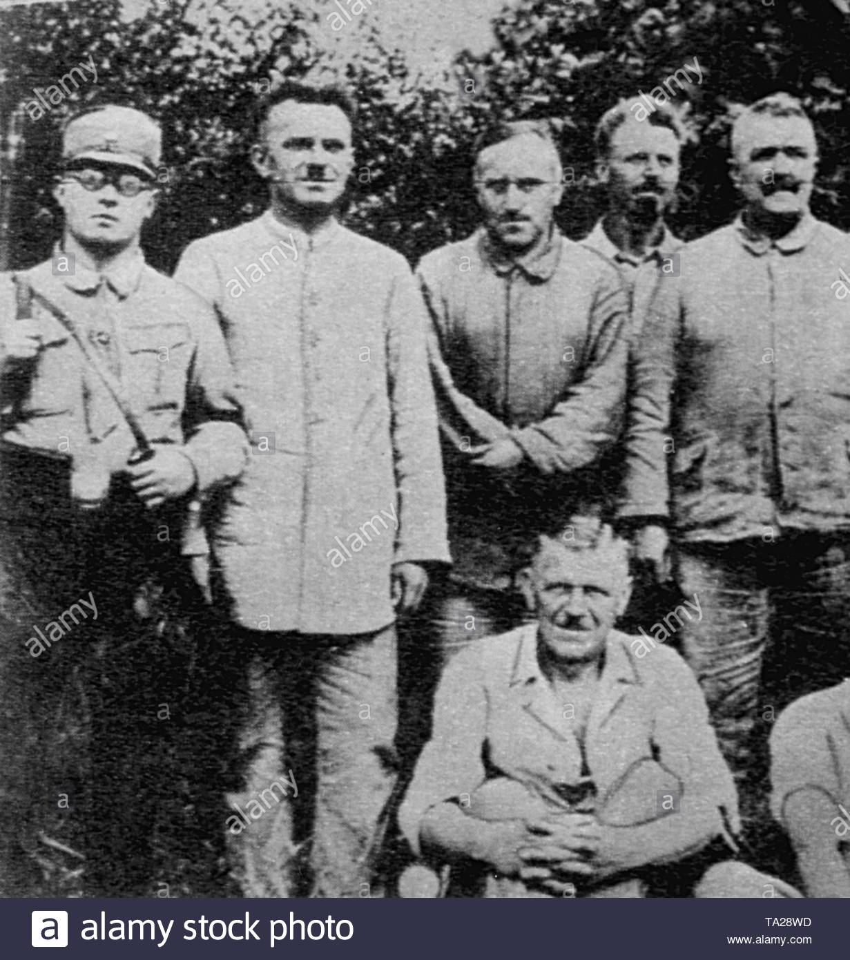 Carl von Ossietzky (3rd from left) in the Sonnenburg concentration camp. In 1936 he received the Nobel Peace Prize for 1935, which he was not allowed to accept. - Stock Image