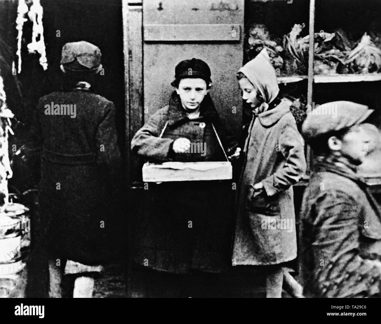Scene from the Nazi propaganda film 'The Eternal Jew' (directed by Fritz Hippler, Germany 1940), in which, through the Polish Jews, is defamed the entire Judaism. - Stock Image