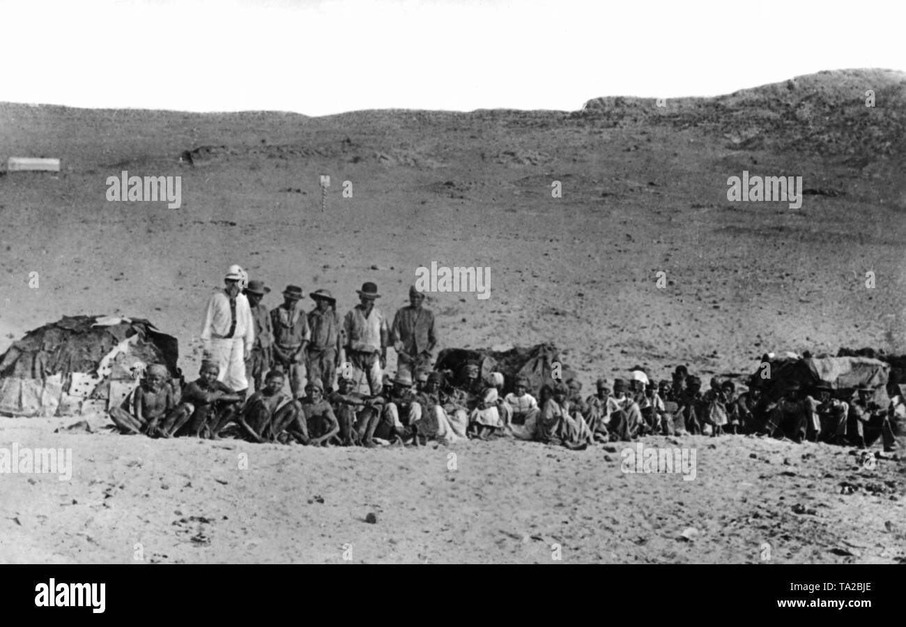 German colonialists meet for the first time natives (Bushmen / San and Hottentots) in the former colony of German South West Africa. On the left is John Mueller, an employee of the company Luederitz (a trading establishment of merchants). Stock Photo