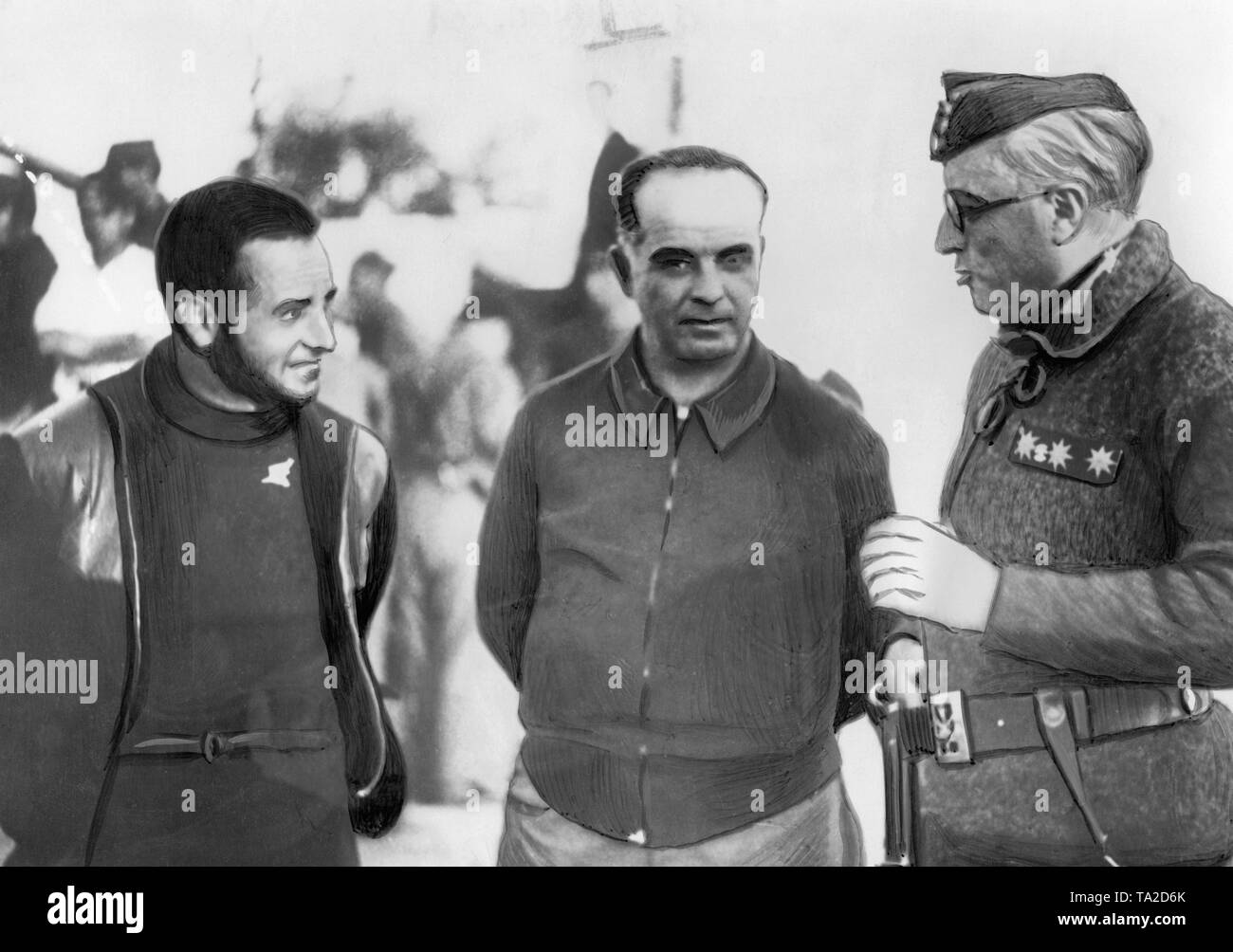 Three high-ranking officers of the Spanish national troops in conversation near Madrid. From left to right: the successful aircraft captain (40 shoot-downs) Joaquin Garcia Morato (in civilian clothes, 1904-1939 ), Colonel Pablo Martin Alonso (later Governor and Minister, 1896-1964) and Colonel Juan Yague Blanco (in the uniform of the Spanish Foreign Legion, Fascist , 1939 General, 1891 to 1952). - Stock Image