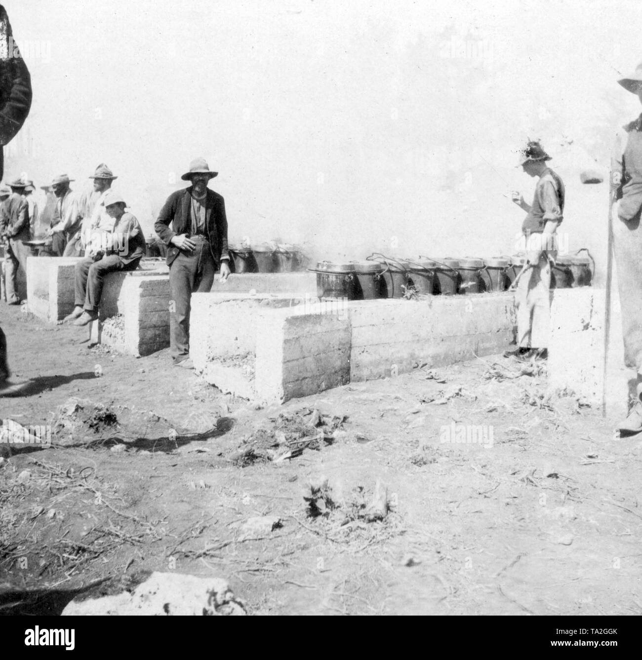 Captive Boers, concentration camps 1899-1902: Boers in a prison camp on the Bermudas - at the cooking area. - Stock Image