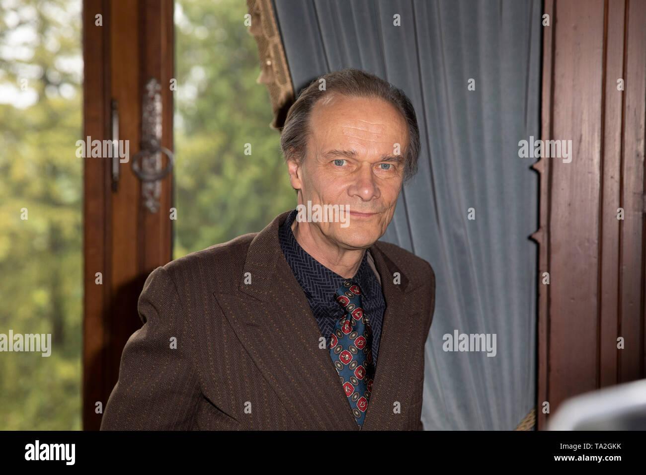 """Edgar Selge beim WDR-Fototermin am Set von """"BERTHOLD BEITZ – EIN UNRUHIGES LEBEN"""", Königswinter, 21. Mai 2019 Stock Photo"""