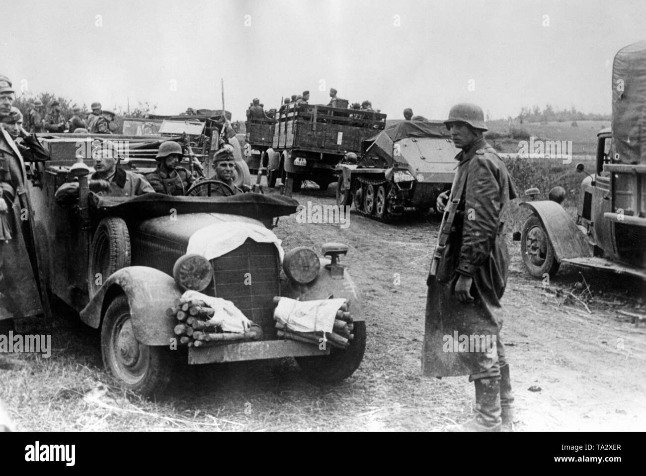 A regimental commander (in the car on the far left) came to the front to discuss with the battalion commander the operation against a village. At Borodino, about 100 kilometers west of Moscow. Photo: war correspondent Herrmann. Stock Photo