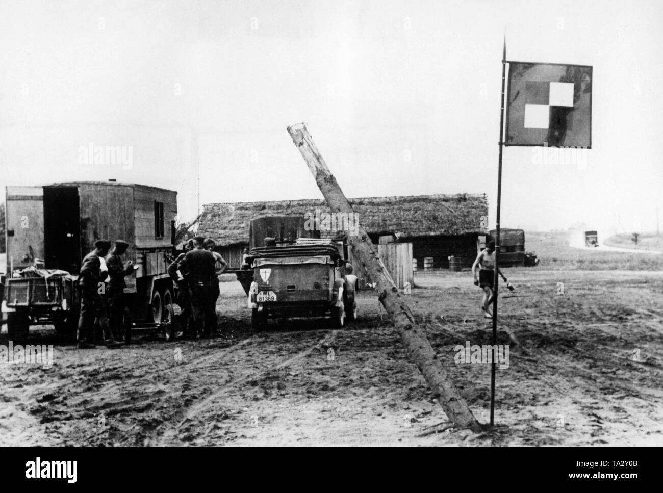 An Armeeoberkommando (Field Army Command) (AOK) of the Wehrmacht near Nirza in Latvia in a tent camp. At the VW Kuebelwagen ... Right, the flag of the AOK. Photo: war correspondent v. der Piepen. - Stock Image