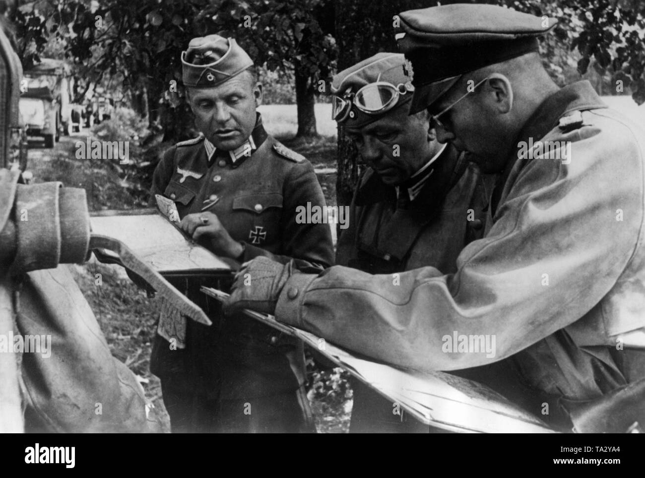 Briefing of Wehrmacht officers of Army Group North near Karsava at the river Ludza in today's Latvia. Photo: war correspondent Koch. Stock Photo