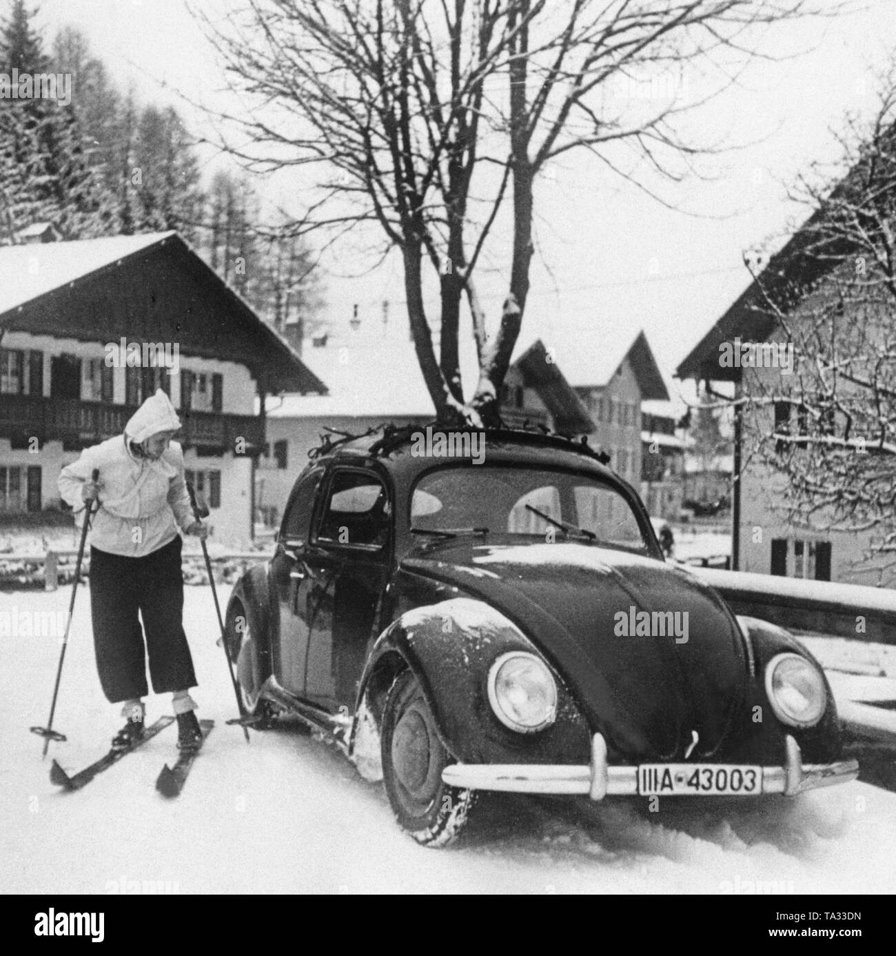 A VW Beetle, then called 'KdF-Wagen', in the winter of 1938/39 in a Bavarian ski resort - Stock Image