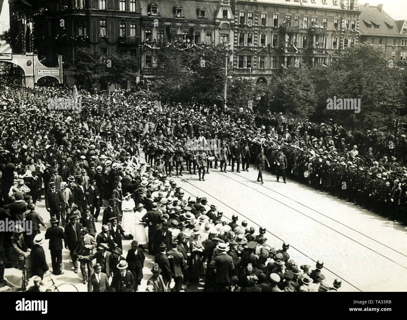 After the decision of the Allied  Control Commission, Gleiwitz remained part of the German Reich. Here the garrison of the Reichswehr invades the city in June accompanied by the cheers of the population. - Stock Image