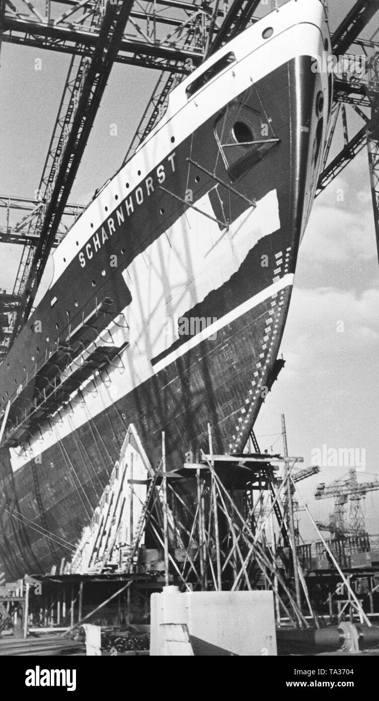 The bow of the passenger steamship 'Scharnhorst' of Norddeutscher Lloyd shortly before the launch on the shipyard AG Weser in Bremen. - Stock Image