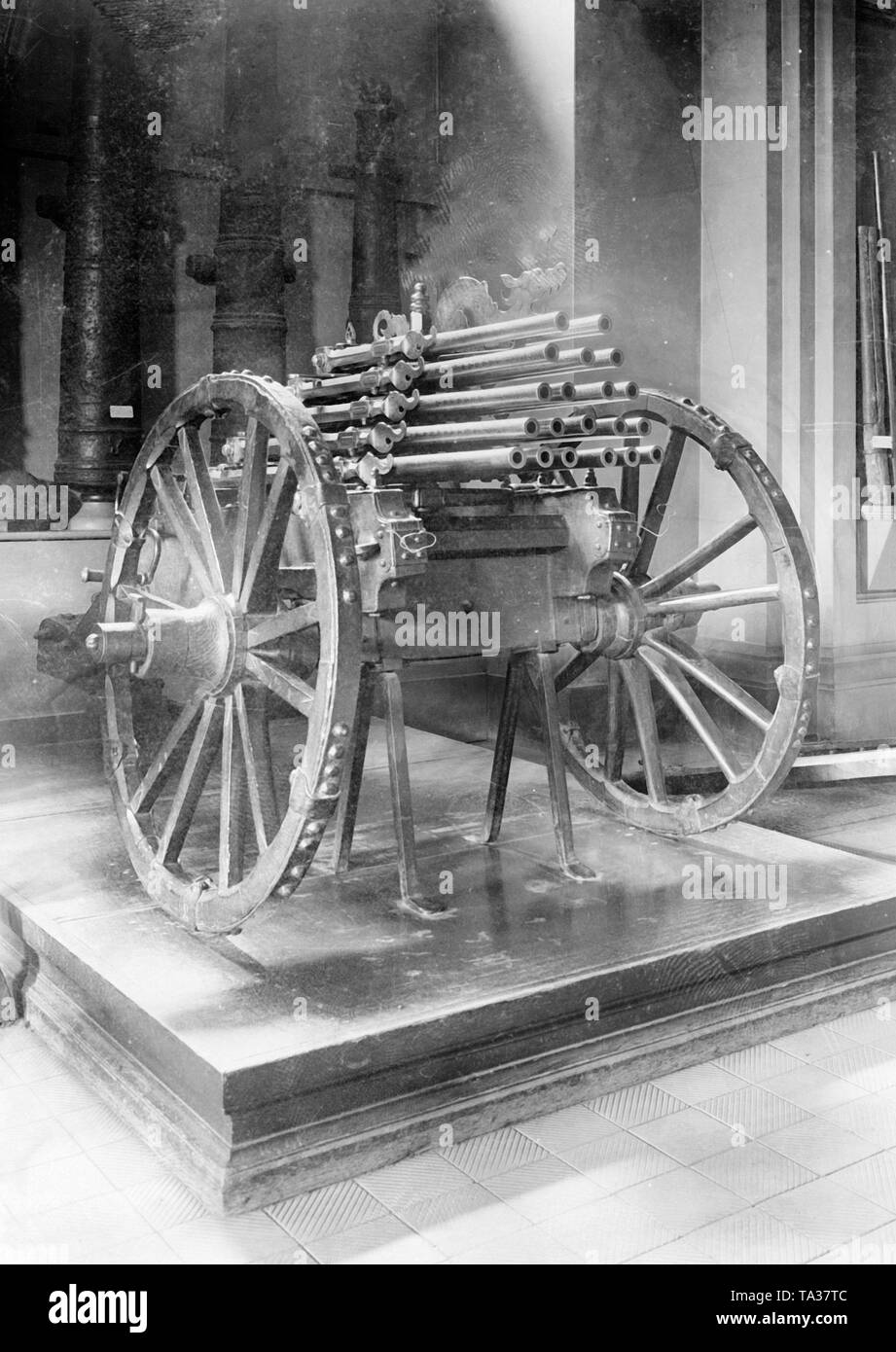 This organ gun was built by the imperial  gun founder and kitman of Vienna, Daniel Kollmann, in 1678. The gun is divided into three sections and two superimposed layers with a total of 50 musket barrels, which were loaded with prefabricated cartridges. Its total weight is 180 kg. The gun is now in Hall I of the Museum of Military History in Vienna and is accessible to the public. - Stock Image