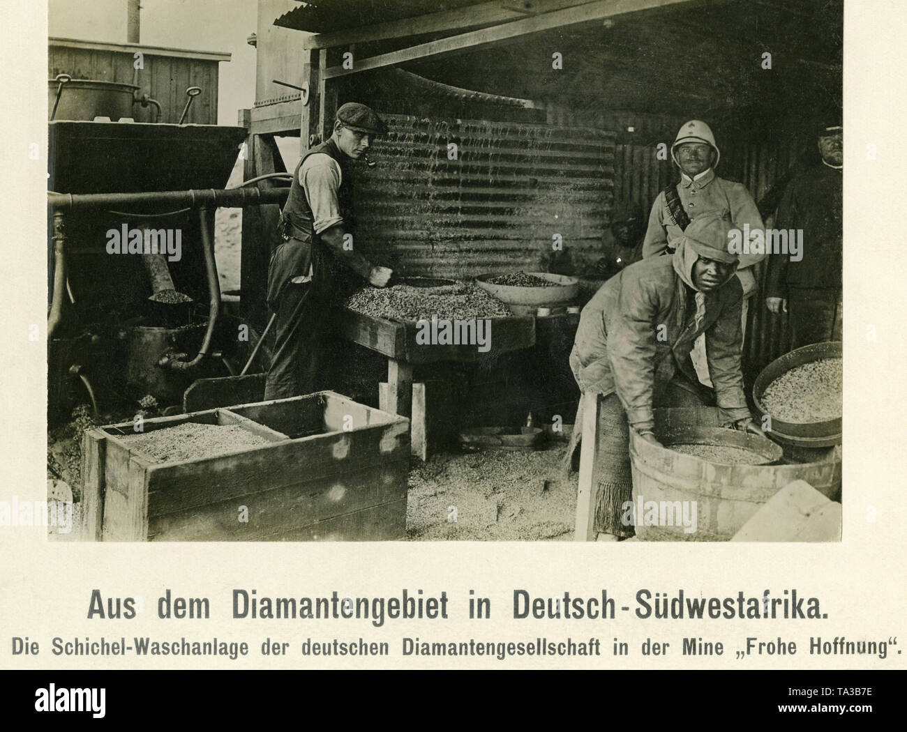 The photo shows workers panning for diamonds in the 'Frohe Hoffnung' mine of the Deutsche Diamantengesellschaft ('German Diamond Company'). - Stock Image