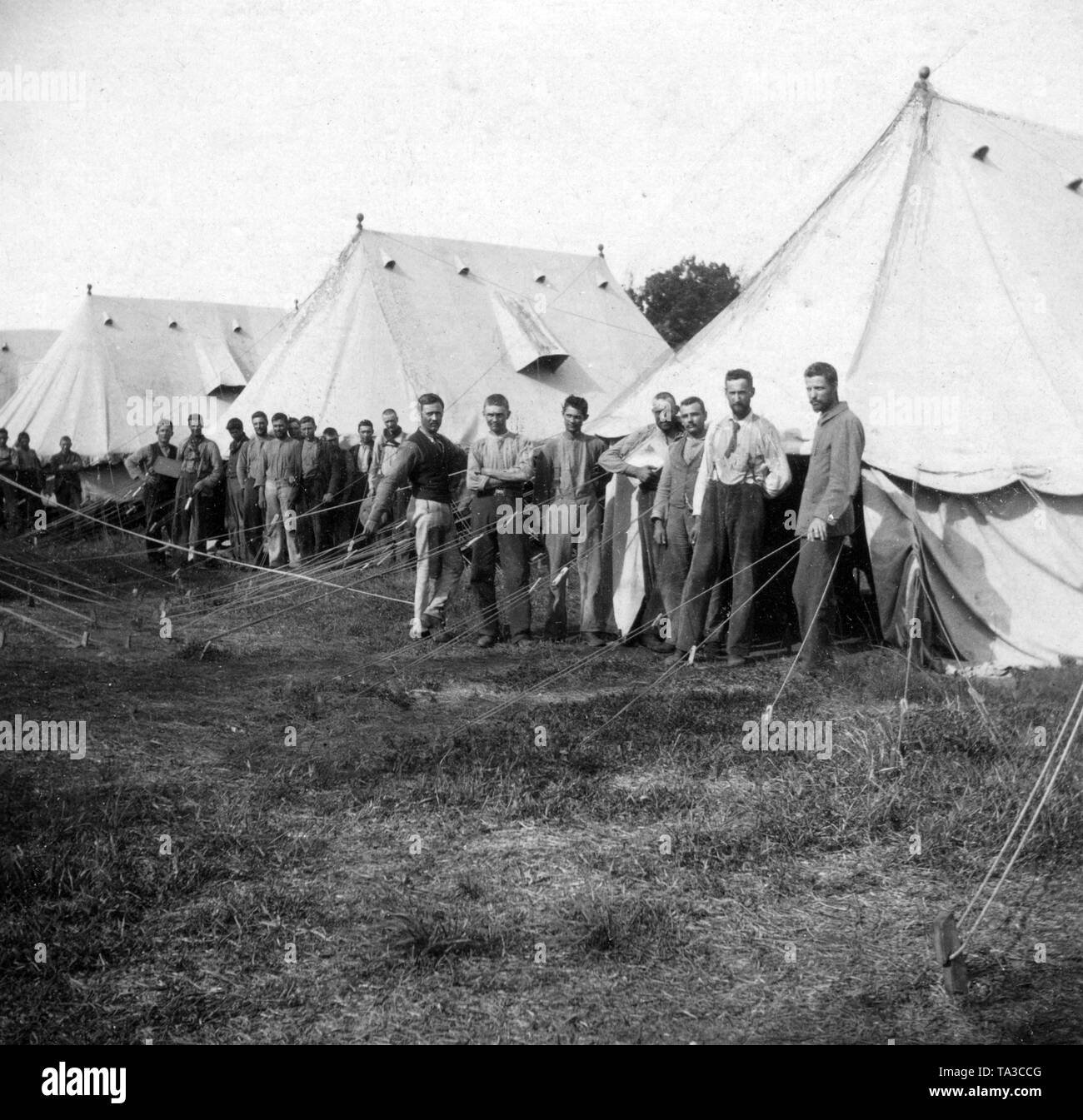 Captured Boers from South Africa, concentration camp 1899-1902: Boers in a prison camp on the Bermudas - school for adults. - Stock Image
