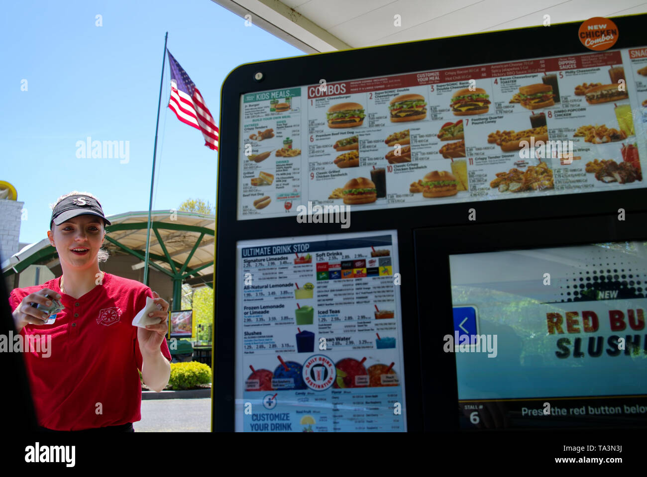 Wallingford, CT USA. May 2019. A Sonic fast food young women carhop quickly serving condiments to customers in cars at the drive-in. - Stock Image