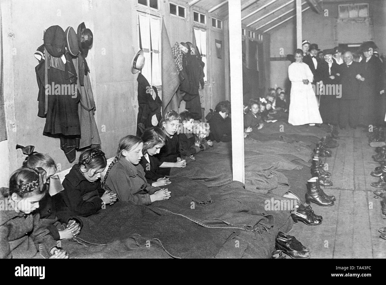 Children of the workers, who were striking against the French, were taken to lodgings, such as this one in an unoccupied territory of the Reich. Here, children are praying (Undated photo). - Stock Image