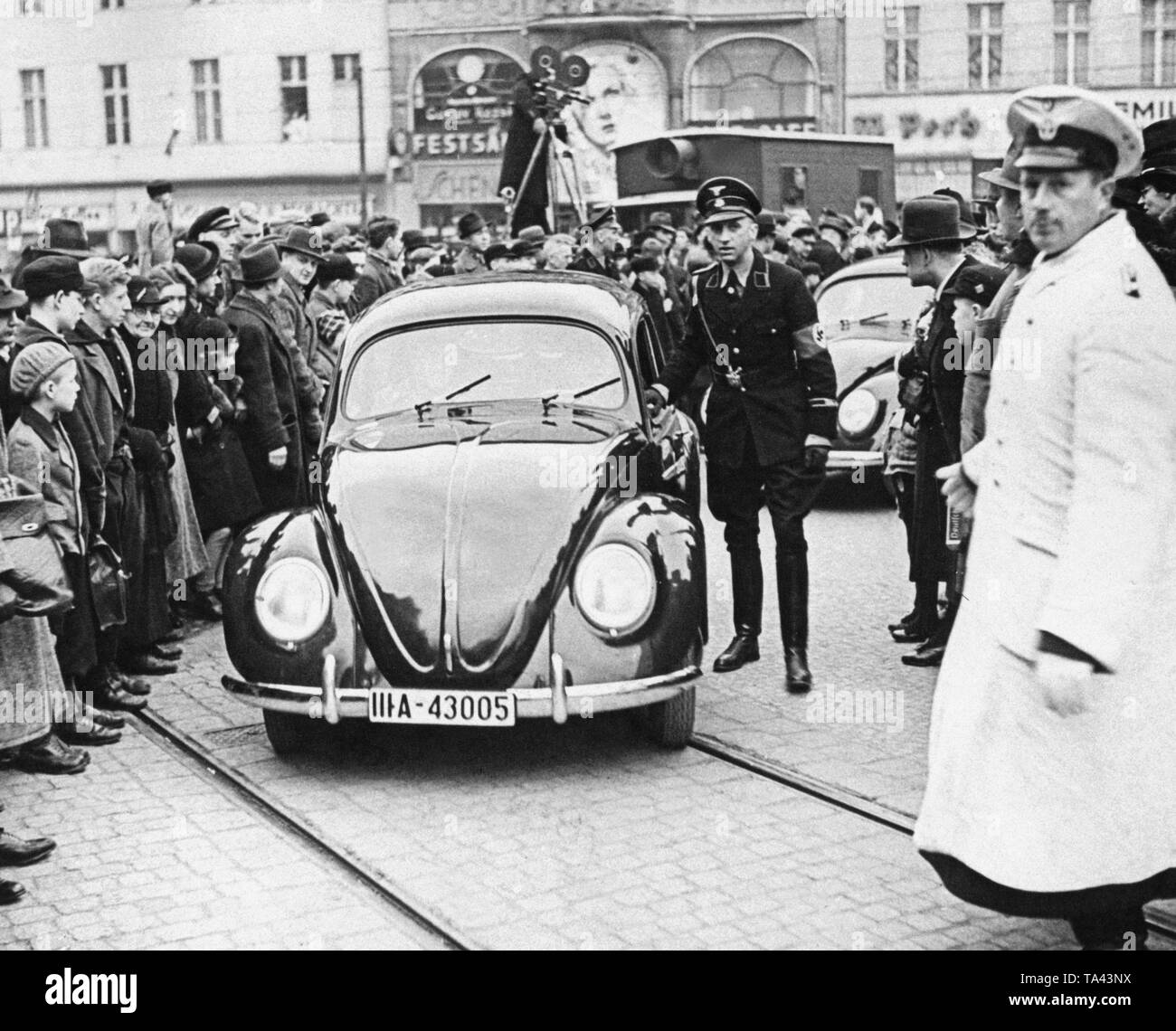 As part of a promotional campaign, prototypes of the 'KdF-Wagen' drive through Berlin, before the car is presented at various companies in Berlin. - Stock Image