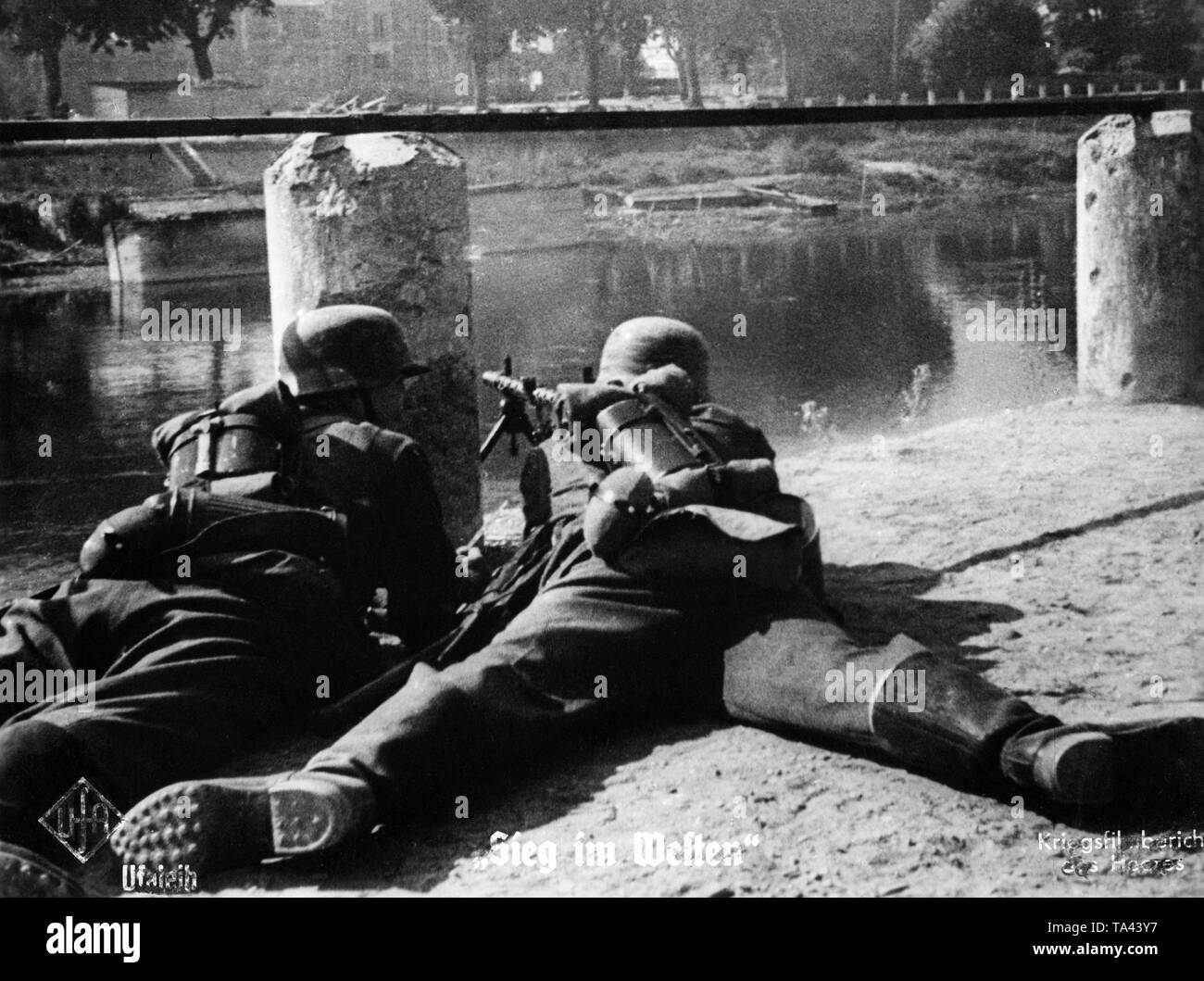 Two German infantrymen with an Mg-34 during the French campaign. Moviestill from Sieg im Westen (Victory in the West). Stock Photo