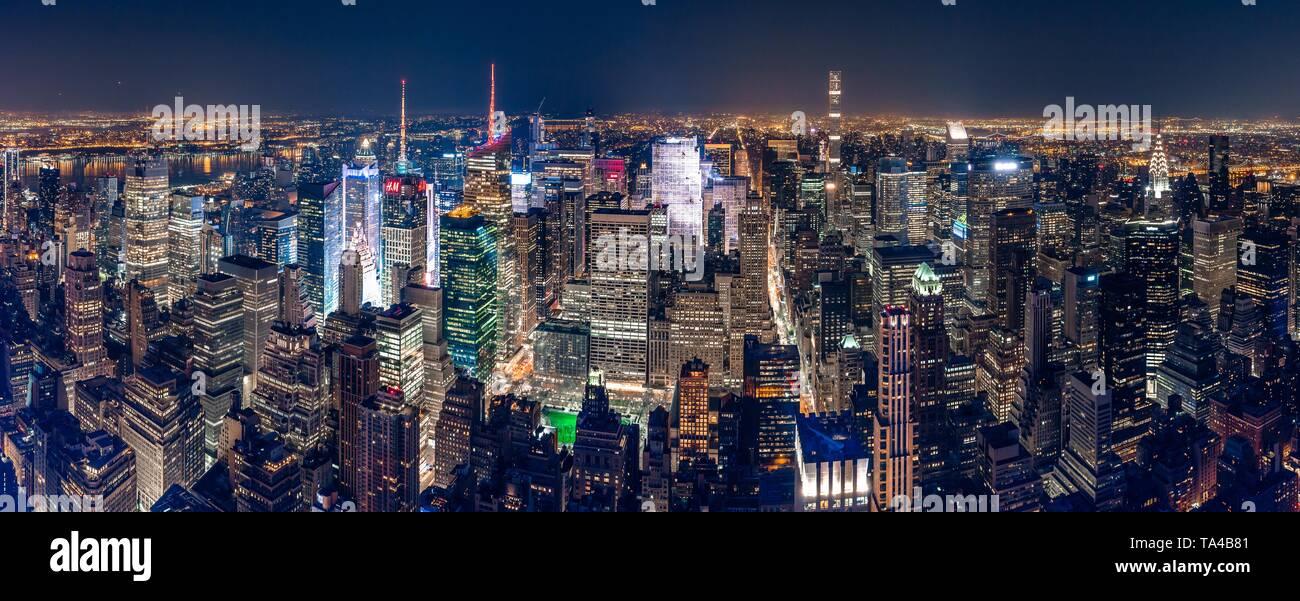 Beautiful panoramic shot of New York City at night - Stock Image
