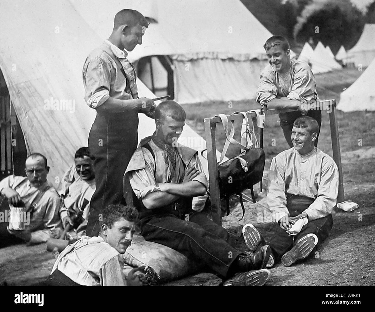 British Army Recruits hair cut - Stock Image