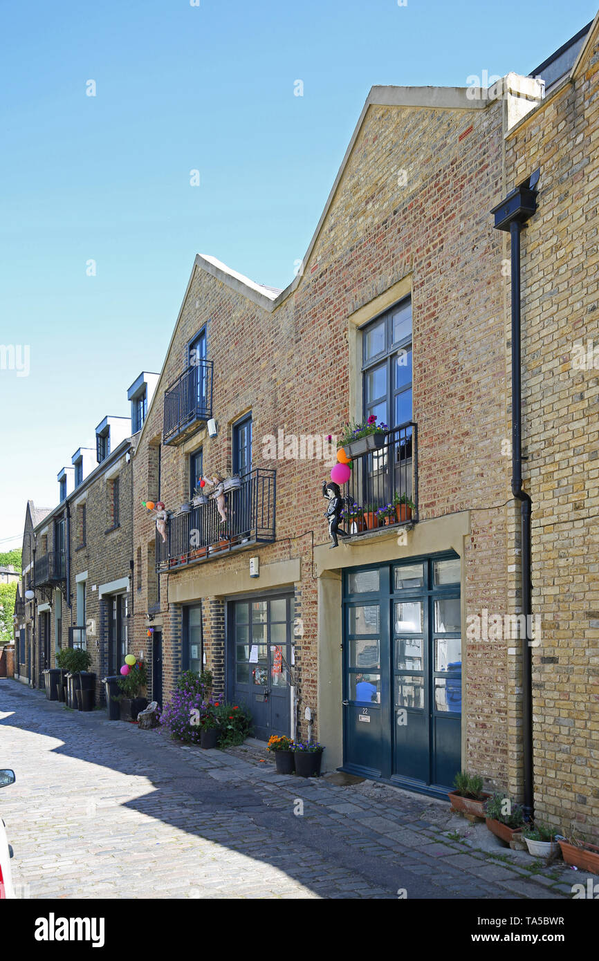 Forest Hill, south London, UK. Rebuilt artists studios on Havelock Walk, a small cul-de-sac in the town centre. - Stock Image