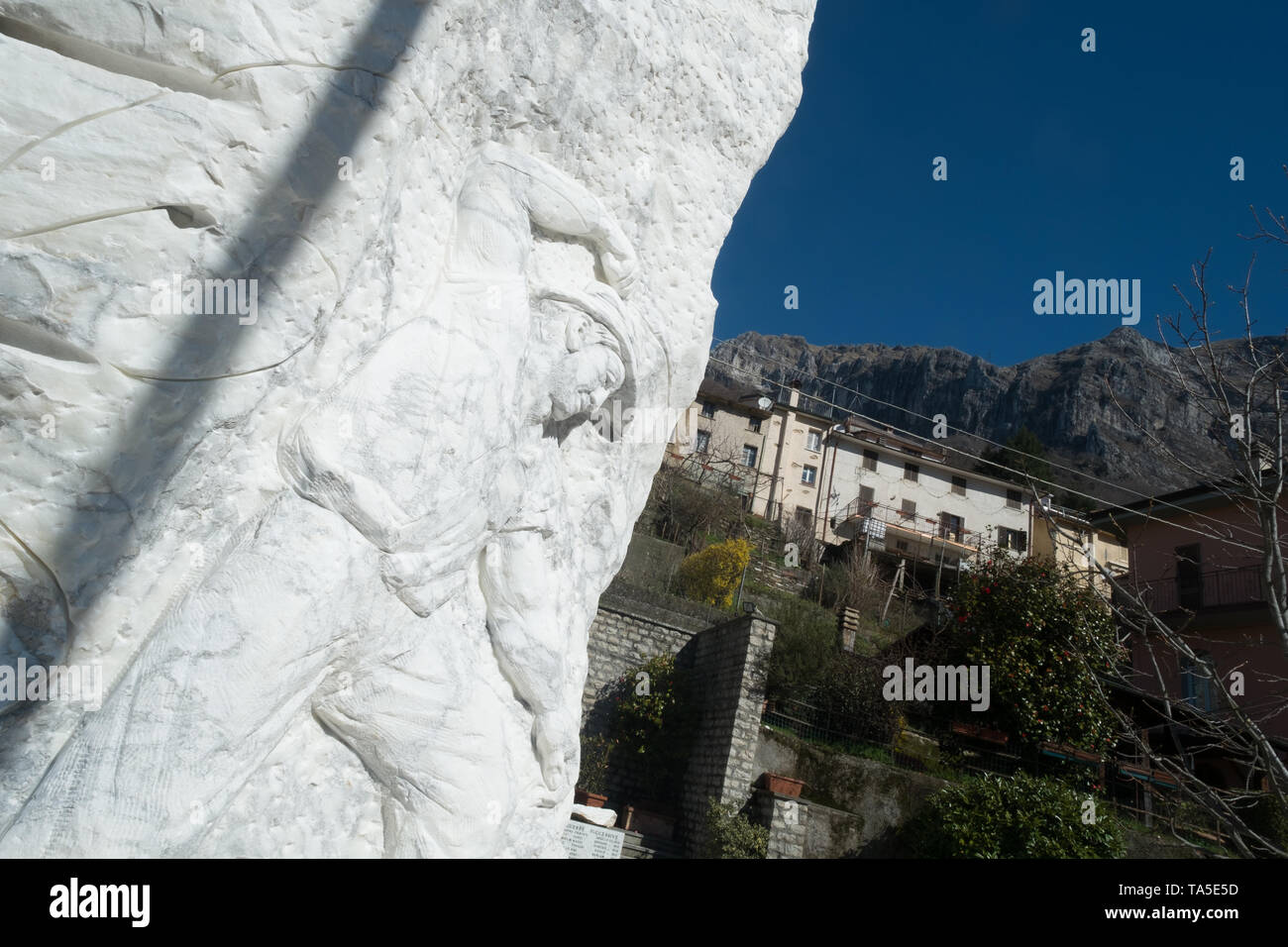 Levigliani, one of the many villages in the mountains of marble - Stock Image