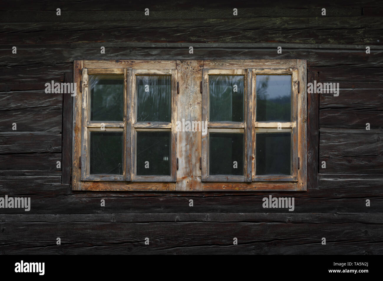 Traditional log cabin in Orava region, Slovakia. - Stock Image