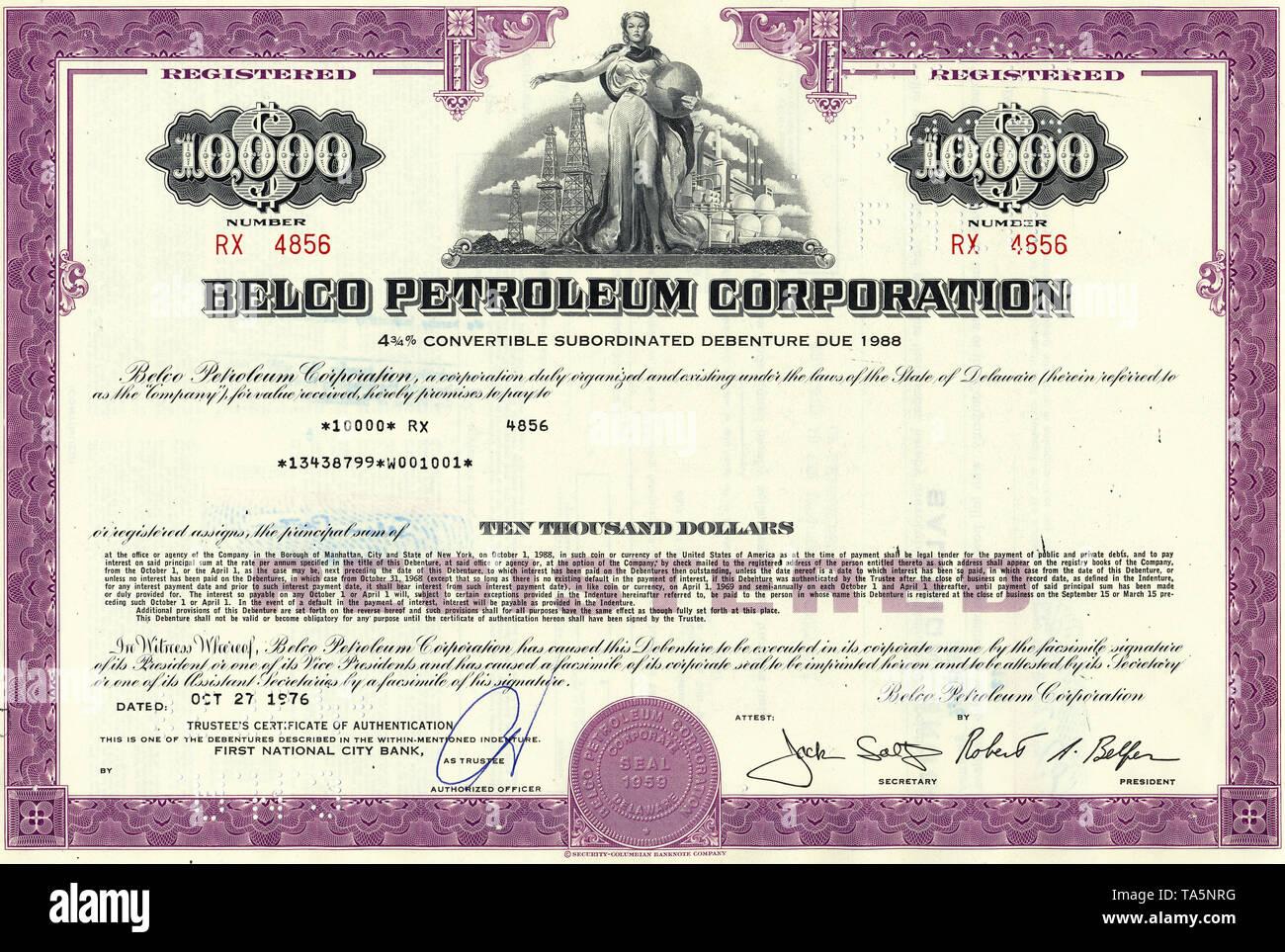 Historical stock certificate of an oil and gas company, a man opening a valve of a pipeline in front of oil derricks, oil tanks and a city, Atlantic Richfield Company, now part of BP, ARCO Pipe Line Company, Delaware, USA, 1977Wertpapier, historische Aktie, Mineralöl- und Erdgasunternehmen,  Motiv: Eine junge Frau hält die Weltkugel vor Bohrtürmen und einer Erdöl-Raffinerie, Belco Petroleum Corporation,  heute Belco Oil & Gas Corporation, 1976, Delaware, USA - Stock Image