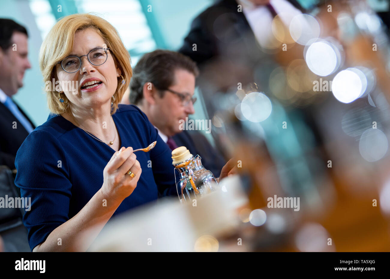 Berlin, Germany. 22nd May, 2019. Julia Klöckner (CDU), Federal Minister of Food and Agriculture, sits in the Federal Chancellery at the beginning of the cabinet meeting. At today's meeting, the members of the Federal Government will discuss, among other things, the billions in aid for structural change in the coal-mining regions and a draft law on tax incentives for research and development. Credit: Bernd von Jutrczenka/dpa/Alamy Live News - Stock Image